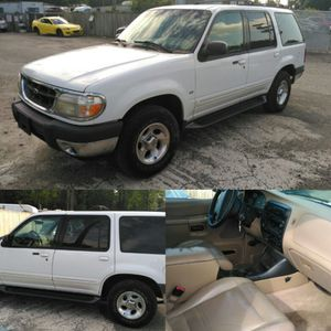 2000 Ford Explorer XLT { low miles } for Sale in Silver Spring, MD