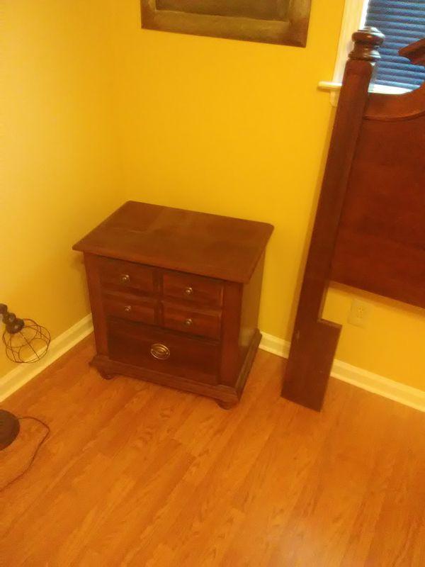 Queen size Cherry Oak bedroom set (Furniture) in Memphis, TN - OfferUp