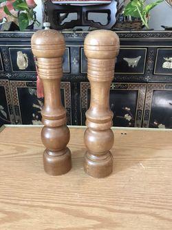 Wood salt and pepper shakers Thumbnail