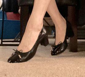 Women's Shoe (size 7.5) Thumbnail