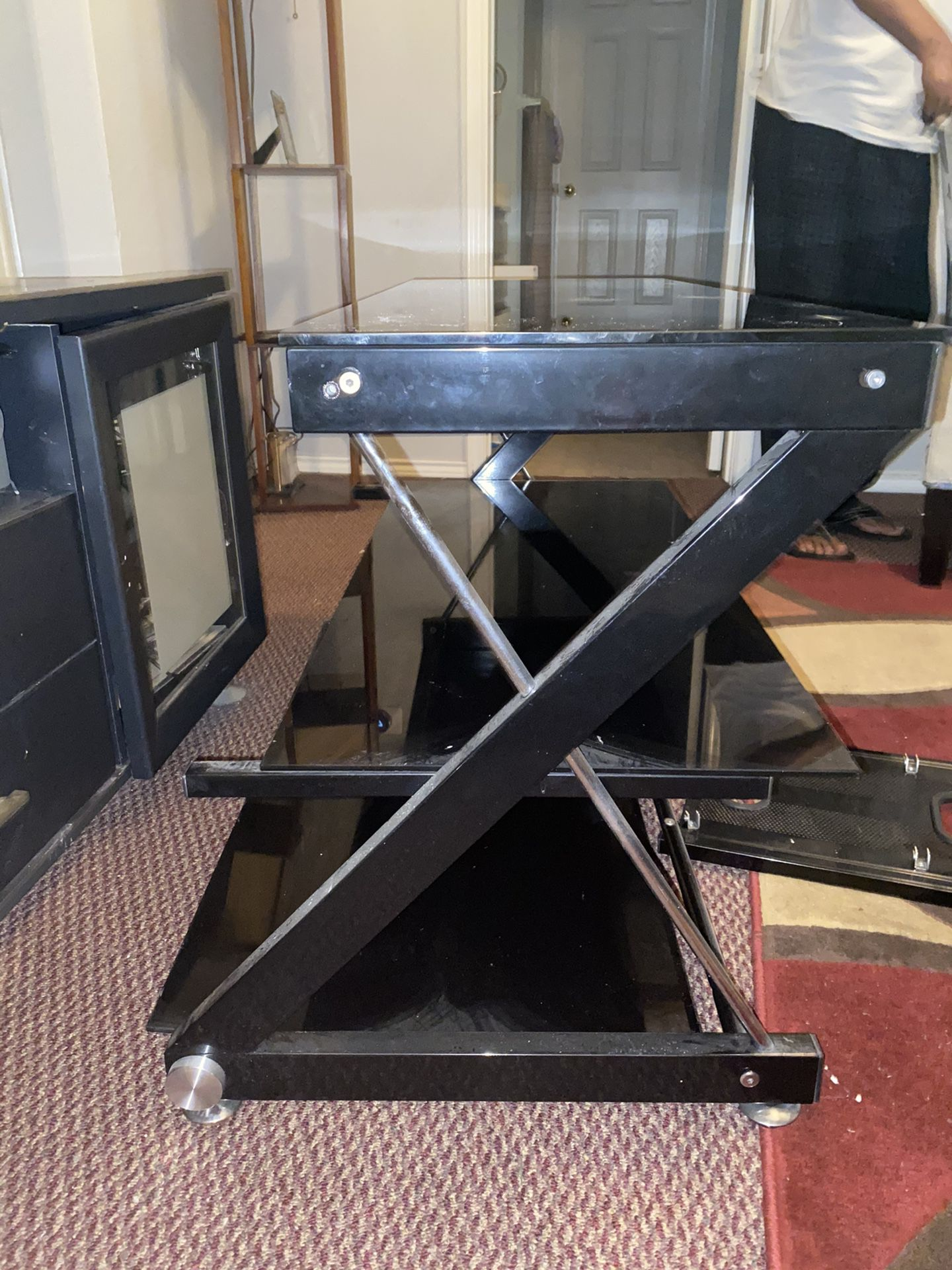 TV STAND GREAT CONDITION SLEEK MODERN DESIGN