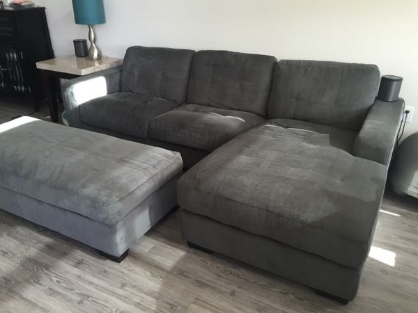hot sale online 259d2 121e0 Gray Couch Sectional Chaise Lounge w/ Storage Ottoman for Sale in Redwood  City, CA - OfferUp