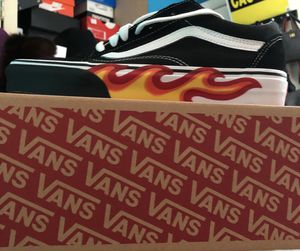 BRAND NEW BLACK AND WHITE FLAME VAN SIZE 7Y for Sale in Adelphi, MD