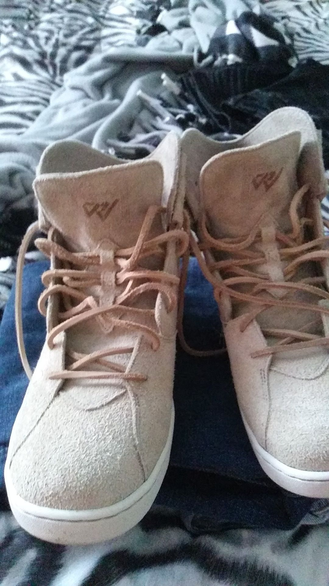 Ive got 6 pair of jeans..american eagle..flypaper..true luck..bigstar..levie....and a brand new pair of suede jordan tennis shoes!!!!