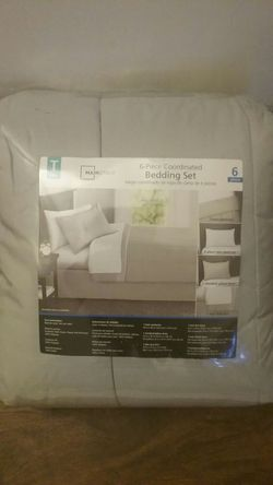 New bedding set twin...Never opened Thumbnail