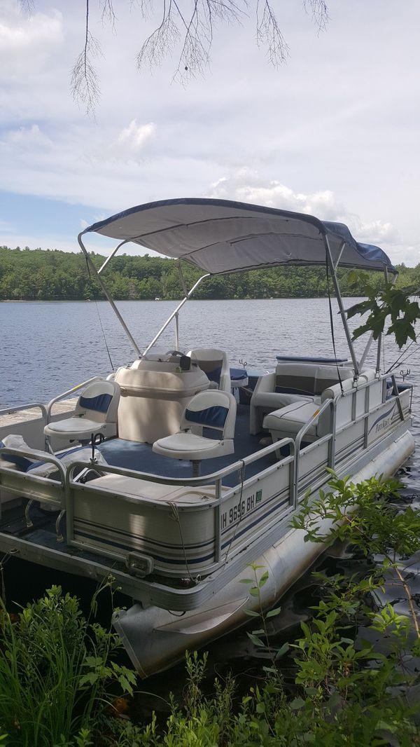 18 foot pontoon boat