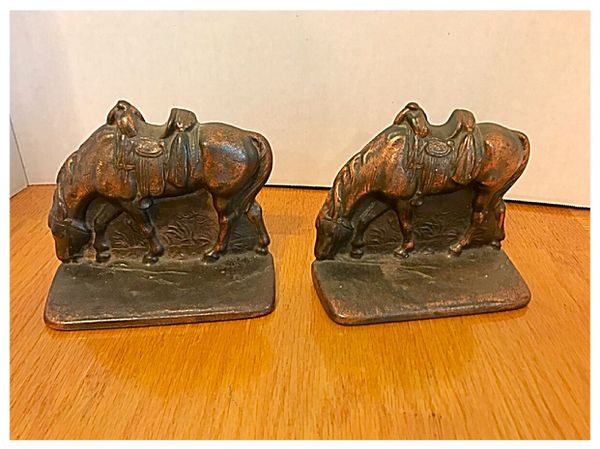 vintage pair of cast iron horse with saddle bookends figurines