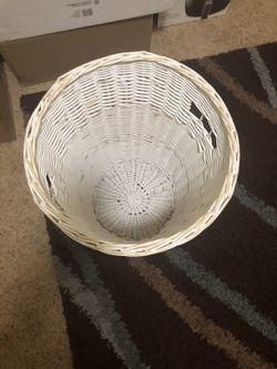 Wicker laundry basket Thumbnail