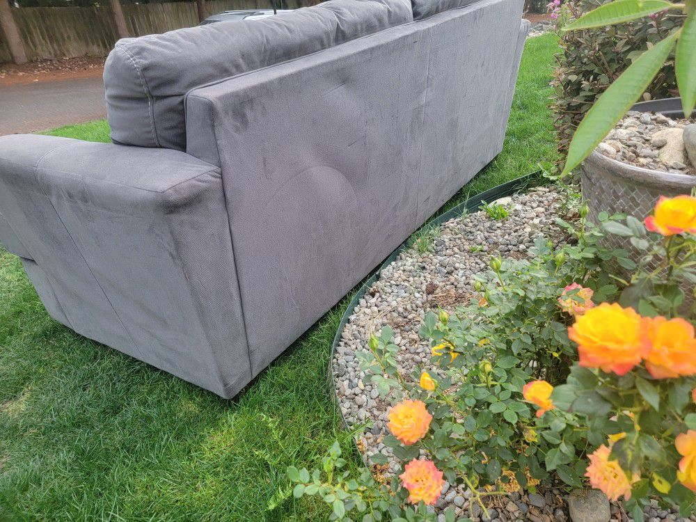 Comfortable Clean COUCH