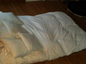 Featherbed mattress topper, queen size for Sale in Arlington, VA