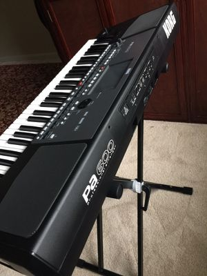 Korg pa600 use por 3 meses $975 i used for 3 months for Sale in Alexandria, VA