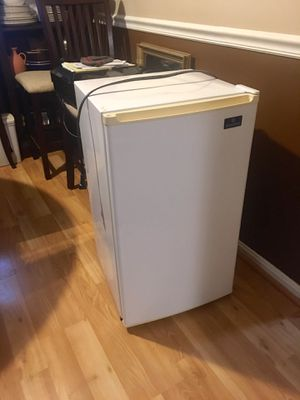 Mini fridge and freezer for Sale in Arlington, VA