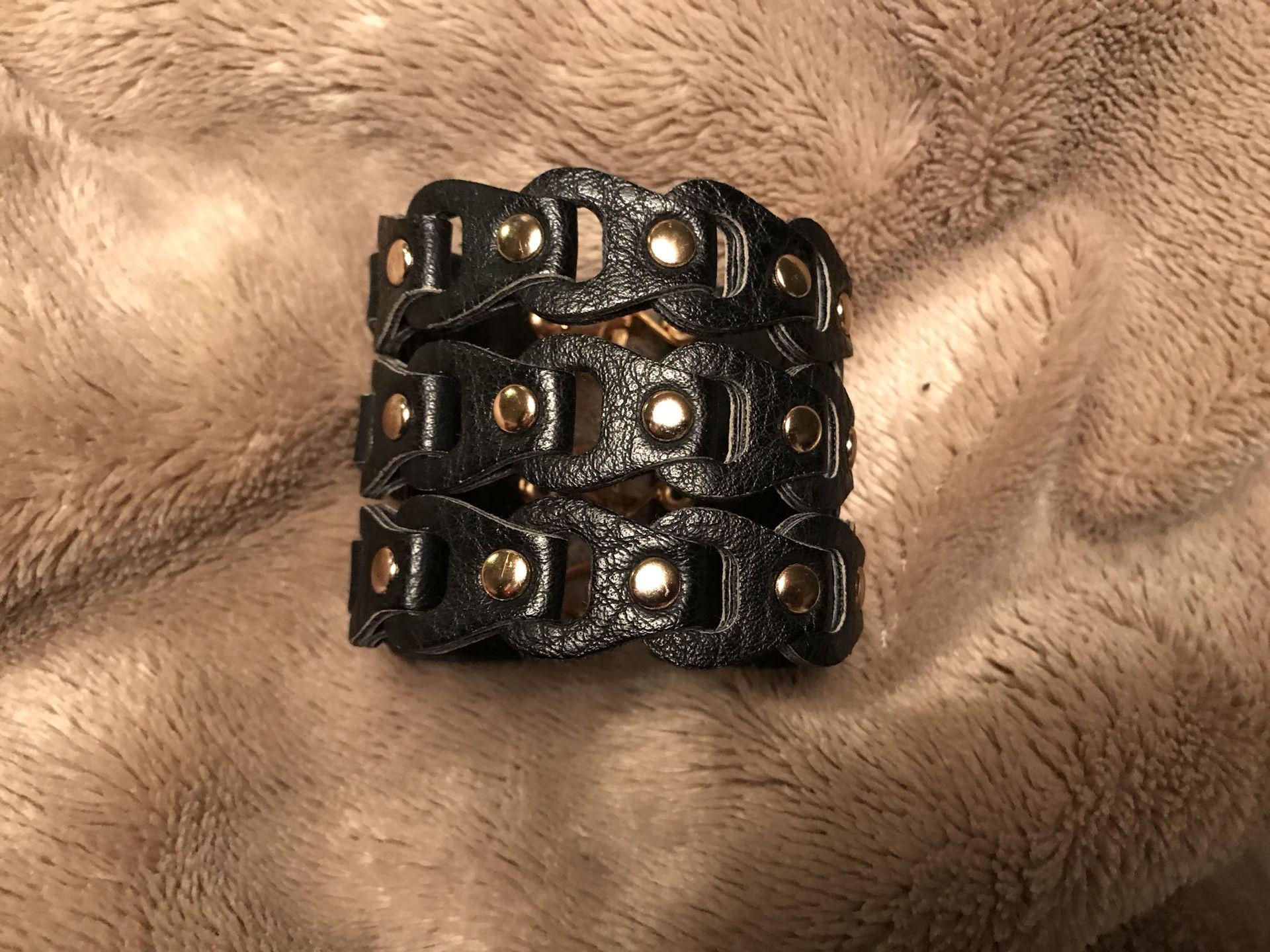 Small leather bracelet (petite)