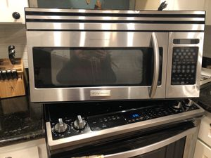 Frigidair microwave for Sale in Puyallup, WA