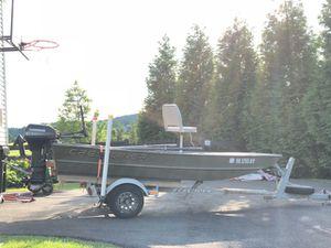 Jon Boat, 2002 Crestliner, 9.9 EvinRude. for Sale in Leesburg, VA