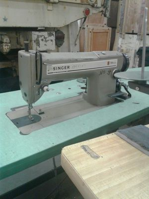 Singer 191 D300 double A for Sale in Orlando, FL