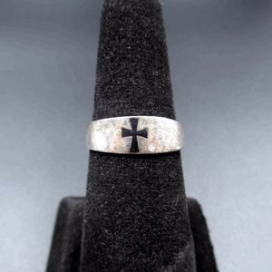 Vintage Estate Size 8 Sterling Silver Rustic Templar's Cross Band Ring Wedding Engagement Anniversary Beautiful Everyday Minimalist Cute for Sale in Lynnwood, WA
