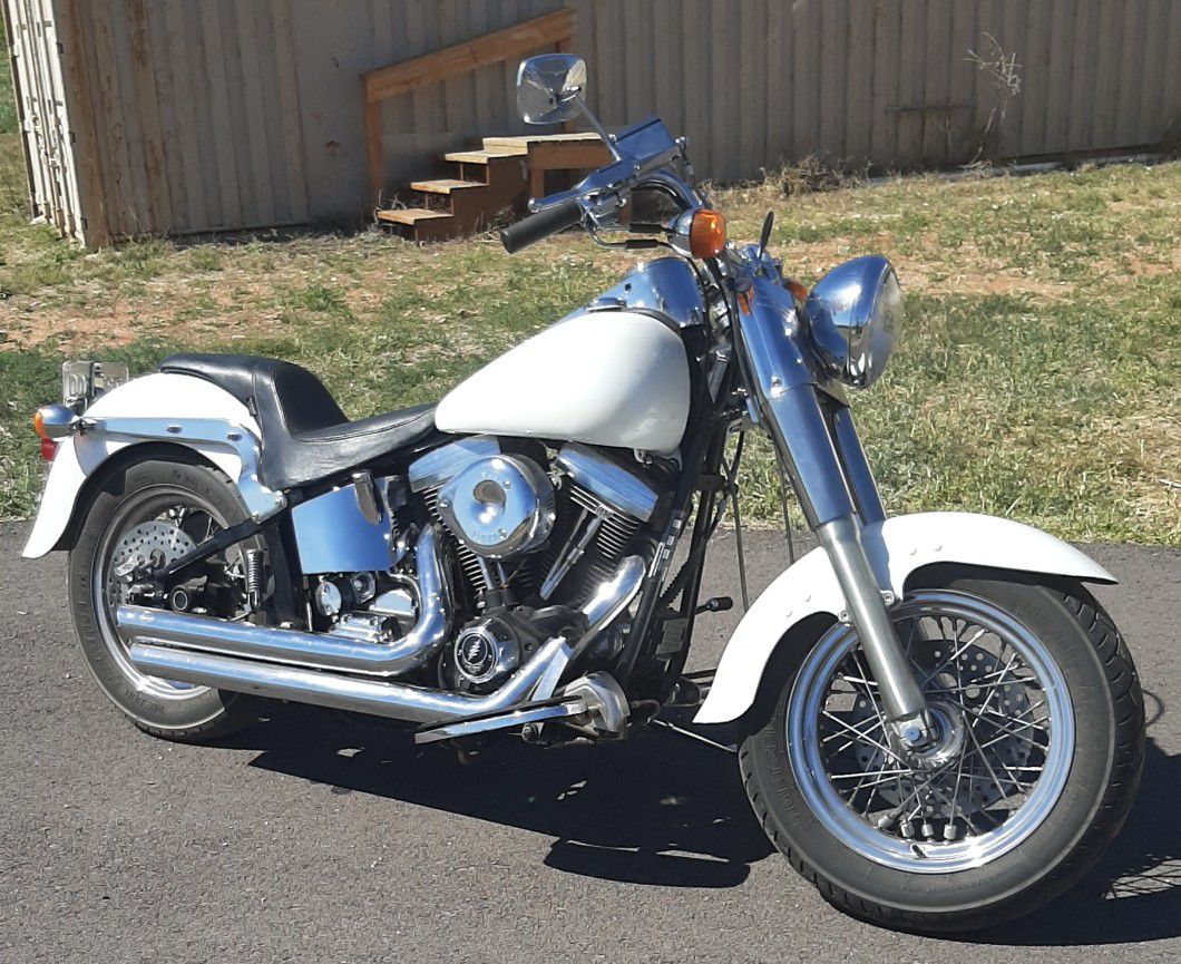 Photo Dyna Glide Soft Tail Motorcycle