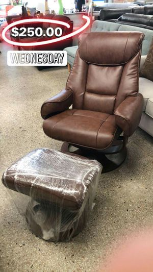 Chair&Ottoman for Sale in Hialeah, FL