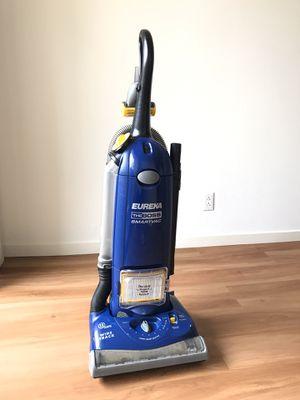 Photo Eureka The Boss SmartVac Upright Vacuum with FREE Filtration Bags