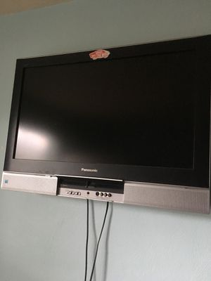 """32"""" lcd with wall mount for Sale in Virginia Beach, VA"""
