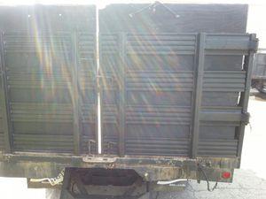 Dump truck 4x4 2005 con 105 mil millas for Sale in Gaithersburg, MD