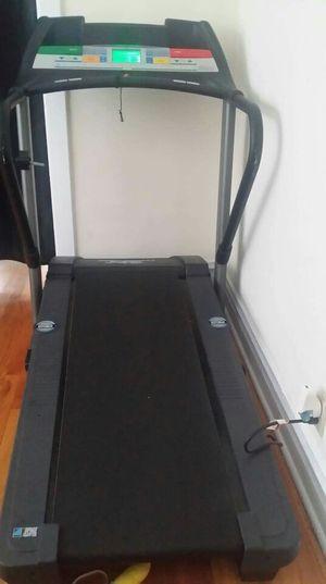 Proform xp 680 treadmill for Sale in Chicago, IL