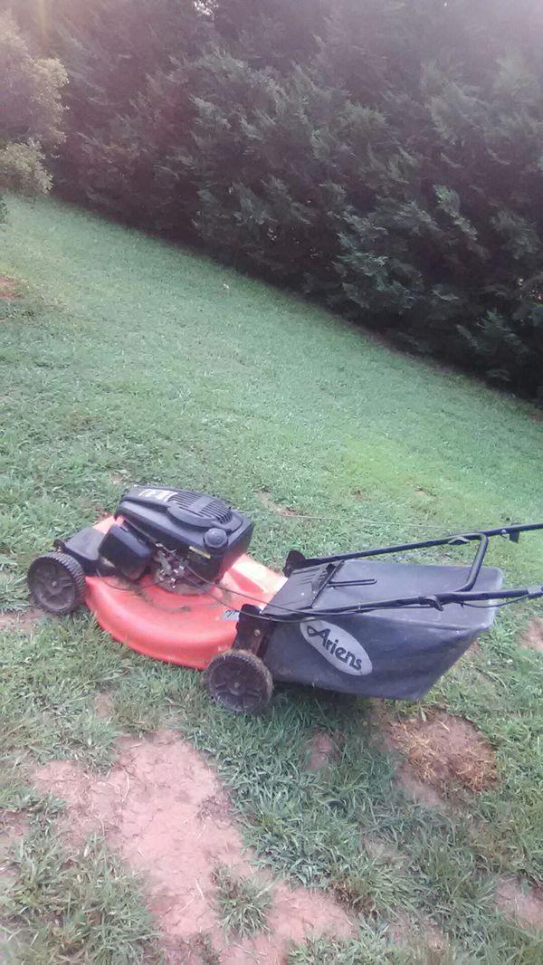 Ariens selfproppelled lawnmower with bag catcher has kohler motor ...