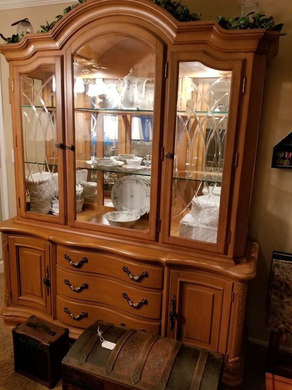 Rivers Edge Furniture Company Lighted China Cabinet Top And Bottom For In Pinellas Park Fl Offerup