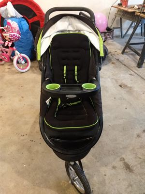 Photo Graco stroller with infant car seat and 2 car bases