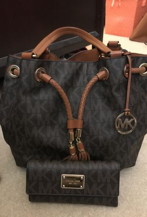 MICHAEL KORS HANDBAG WITH WALLET for Sale in Columbia, MD