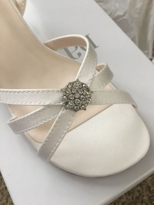 Flower girl creamy white shoes rhinestone bridal wedding child nwt flower girl creamy white shoes rhinestone bridal wedding child nwt for sale in orting wa offerup mightylinksfo