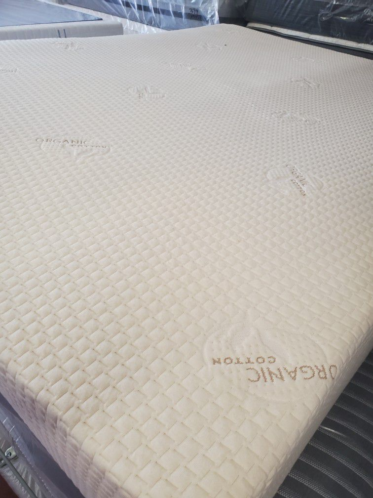 QUEEN SIZES MATTRESS HYBRID POCKETED COILS WITH MEMORY FOAM