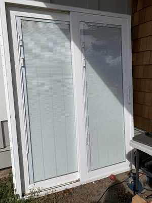 Photo 60 in. x 80 in. Smooth White Right-Hand Composite Sliding Patio Door with Low-E Built in Blinds