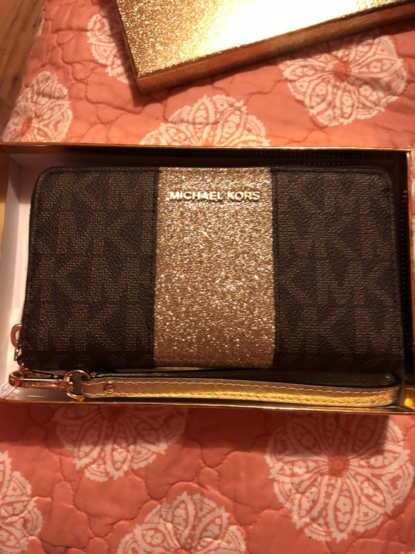 1782d7480a5ddb Michael Kors Wallet for Sale in Greensboro, NC - OfferUp