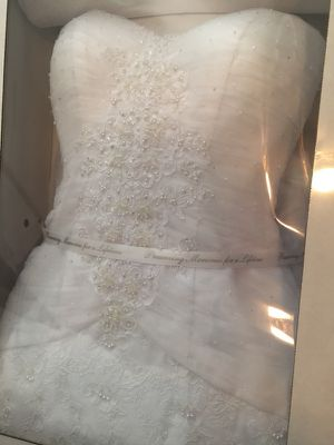 Wedding dress size 2 for Sale in Pittsburgh, PA