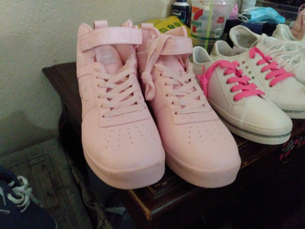 Woman's Size 10 Fila High tops Pink