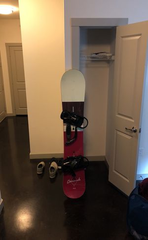 Snowboarding starter set. Snowboard, bindings and boots! Moving to California and need to unload all of my stuff for Sale in Dallas, TX