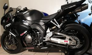 Photo SELL HONDA CBR 1000RR 2006 CLEAN TITLE VERY LO0W MILES 6.5K MILES, OPEN TRADE.