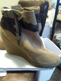 Mountain sole ankle boots Thumbnail