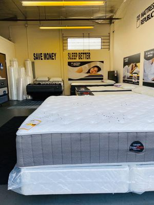"""Photo Brand-New EASTERN KING Size 14"""" Thick Mattress. Hybrid Pocket Coil & Memory Foam Bed 2 Years Warranty!!"""