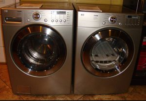 Photo Beautiful LG front load washer and dryer silver grey color