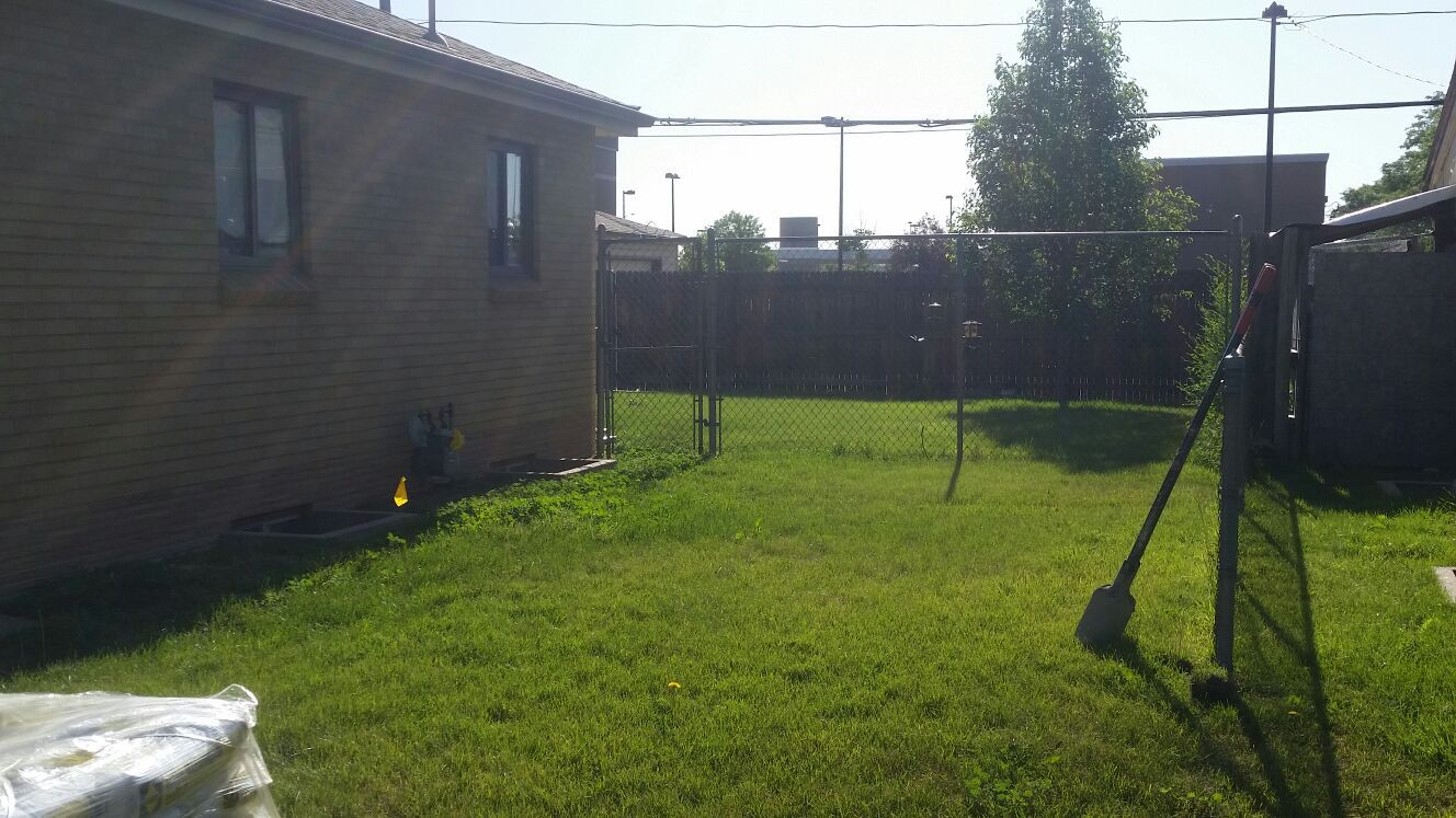 75 ft of chain link w gate and top rail no posts