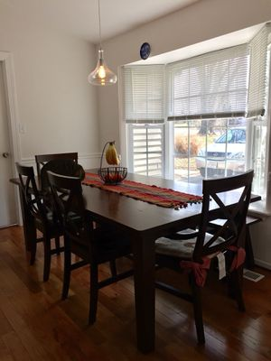 Pier 1 Torrance Mahogany Brown Dining Room set for Sale in Rockville, MD