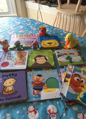 11 books& toys always good condition for Sale in Annandale, VA