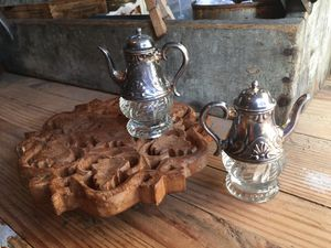 Darling Antique Salt and Pepper Set for Sale in Snoqualmie, WA