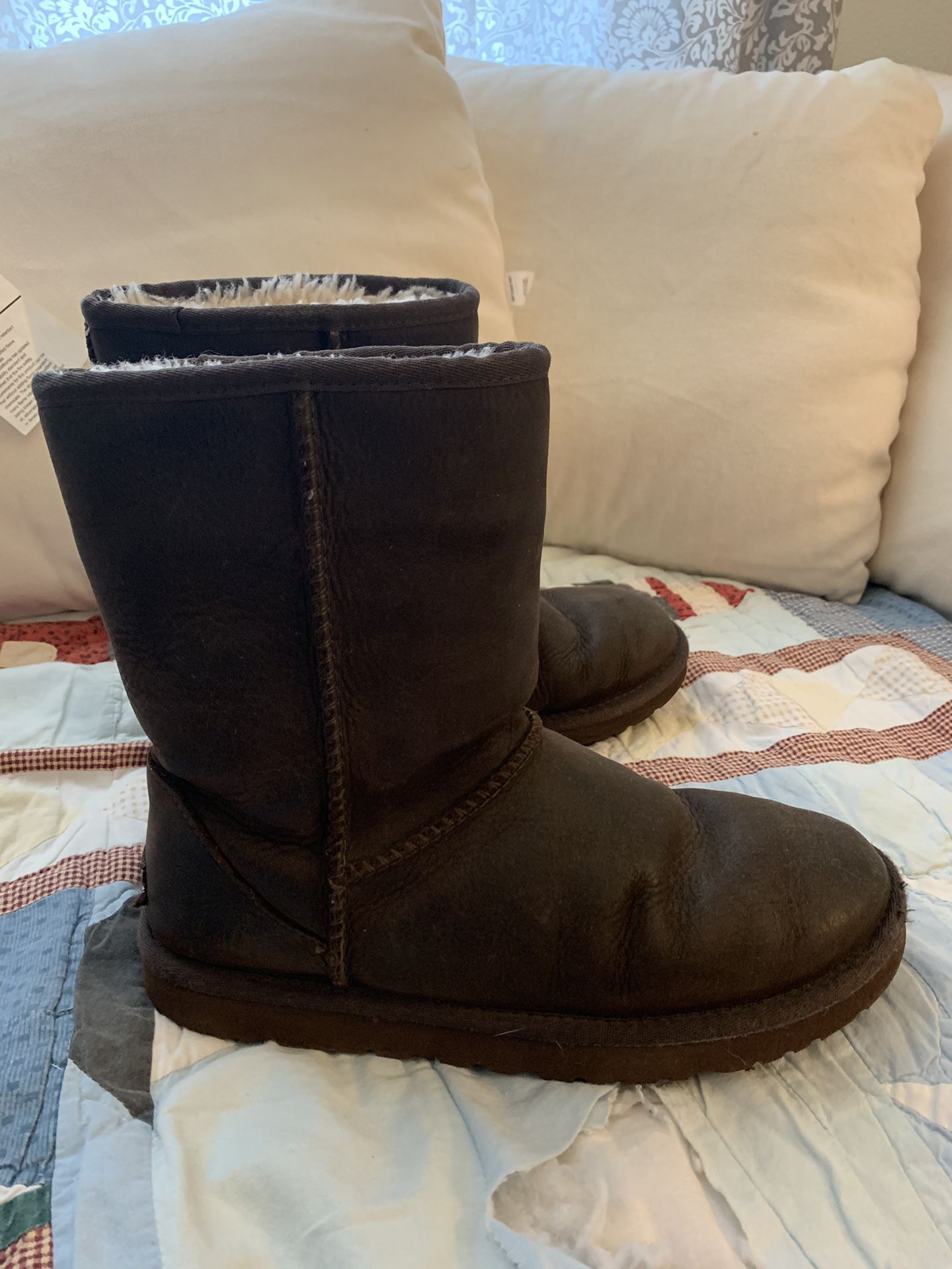 Uggs winter boots size 8
