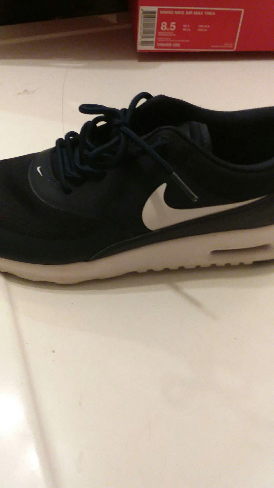 Woman's Nike air max thea