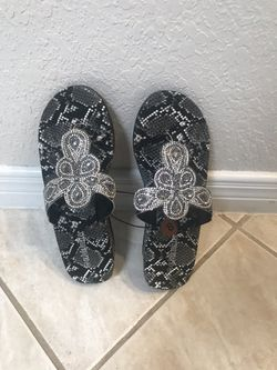 Nice sandals brand new size 8 Thumbnail
