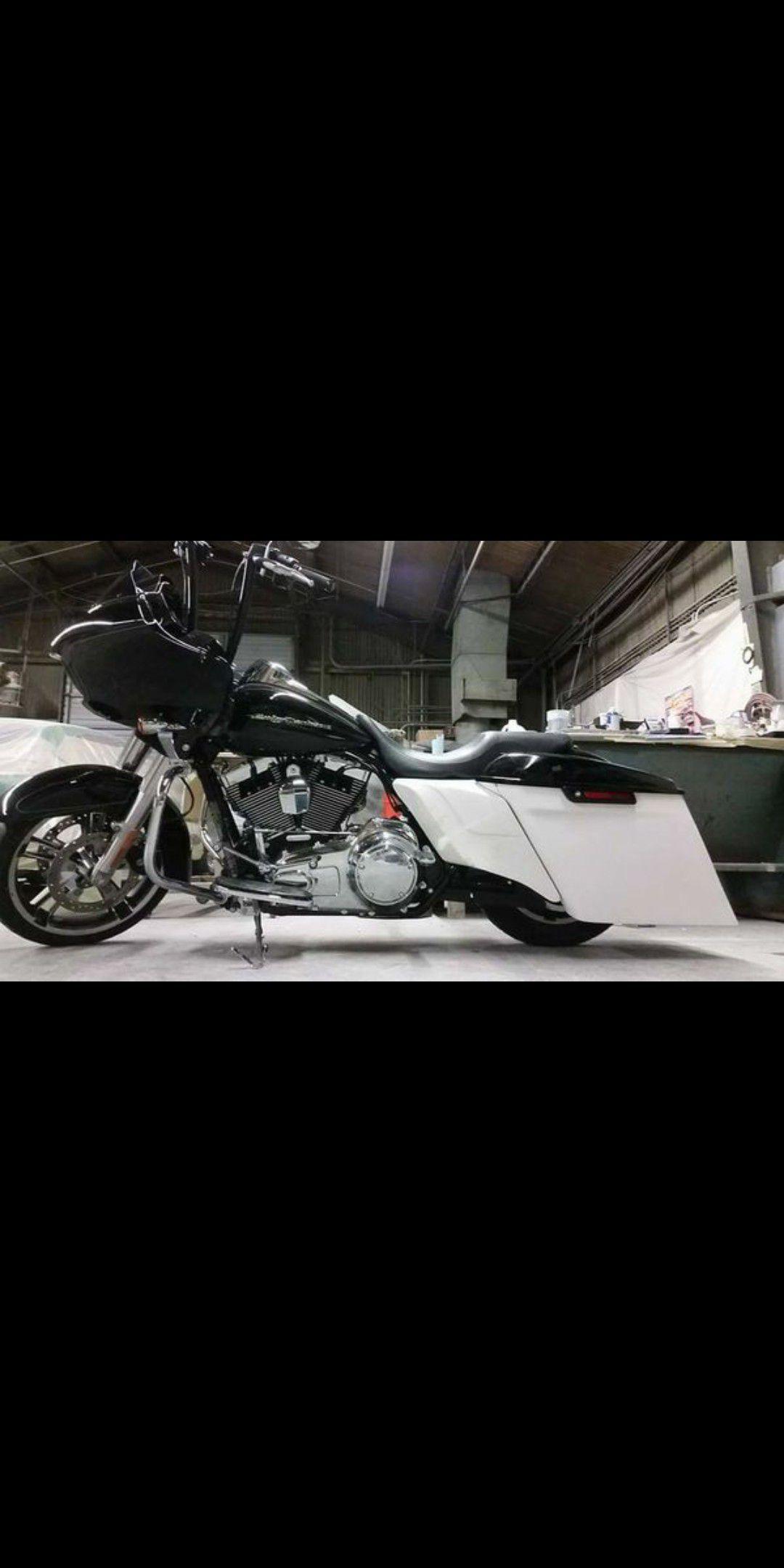 Harley Davidson bagger STRETCHED SIDES CUSTOM VENOM WIDE SIDES